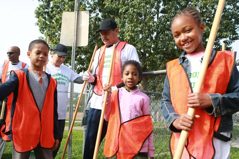 Kids at Van Ness Recreation Center Clean Up