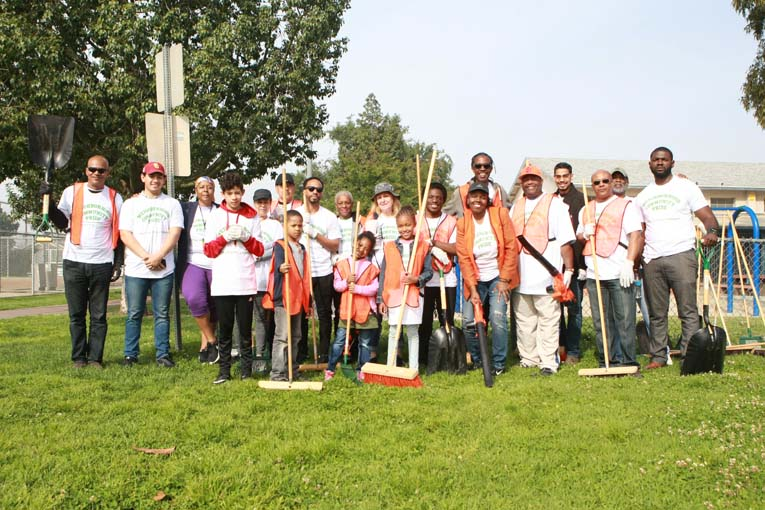 Volunteers at Van Ness Recreation Center Clean Up